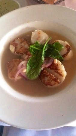 Marina Cafe: Scallops in navy beans