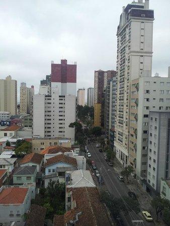 Slaviero Suites Curitiba Batel: Vista do quarto