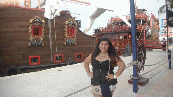 Barco Pirata Jolly Roger Cancún: Antes de que empezara el show