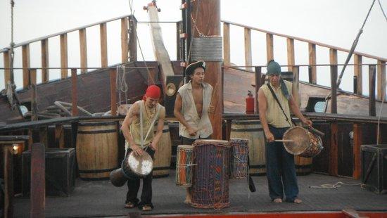 Barco Pirata Jolly Roger Cancún: La bienvenida