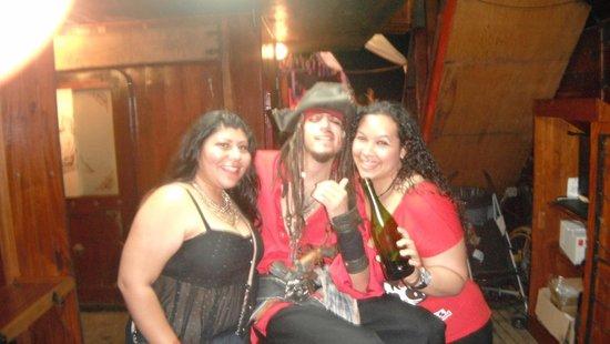 Barco Pirata Jolly Roger Cancún: El show