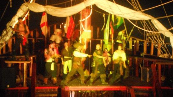 Barco Pirata Jolly Roger Cancún: seguimos...