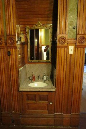 Copper King Mansion: Bathroom