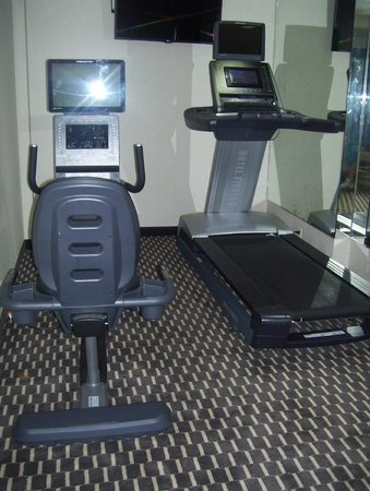 Howard Johnson Jamaica NY Near Airtrain JFK: little gym