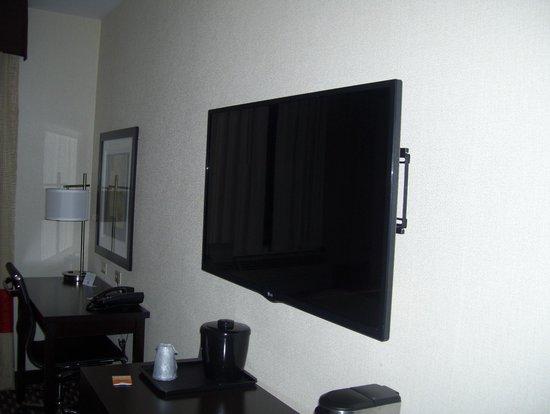 Howard Johnson Jamaica Queens JFK Airport near AirTrain: tv and desk