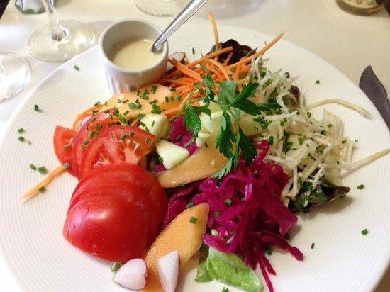 Le Pommier Restaurant: Salade crudite with citrus vinaigrette