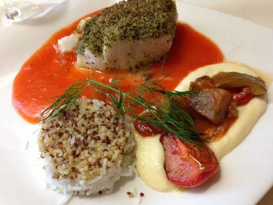 Le Pommier Restaurant: Cod with parsley crumble, pepper coulis, parsnip puree, roasted tomatoes, and a ratatouille
