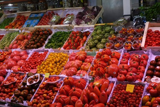 Barcelona Guide Bureau - Day Tours: Local Market - 30 types of tomatoes! Delicious...