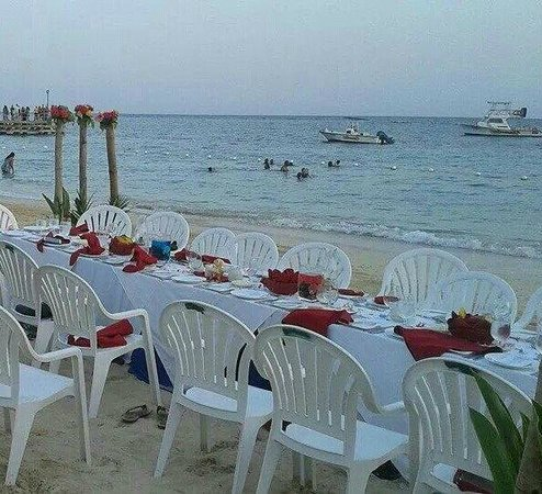 Beaches Ocho Rios Resort & Golf Club : Private Beach Dinner