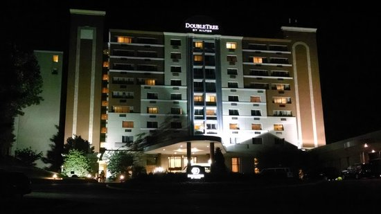 DoubleTree by Hilton Hotel Philadelphia - Valley Forge: Hotel Facade