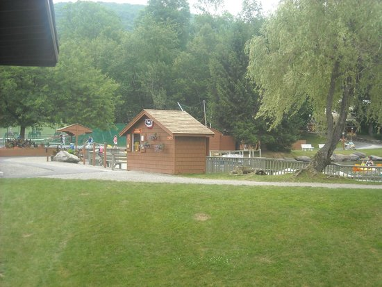 Rocking Horse Ranch Resort: Activity Hut-they supply all game parts