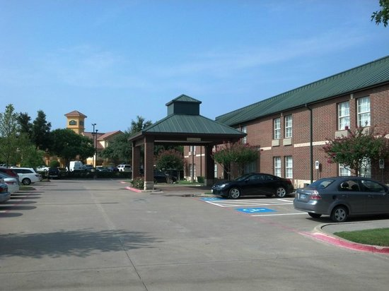 Best Western Plus Addison Galleria Hotel: Hotel entrance