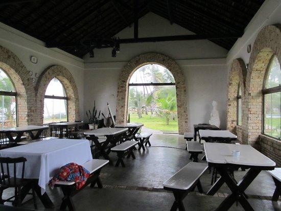 Xales de Maracaipe Pousada: Restaurante (onde é servido também o café da manhã)