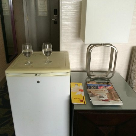 Little Rock Marriott: Insane placement of nasty old refrigerator.