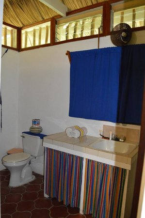 Maya Mountain Lodge: Quaint bathroom
