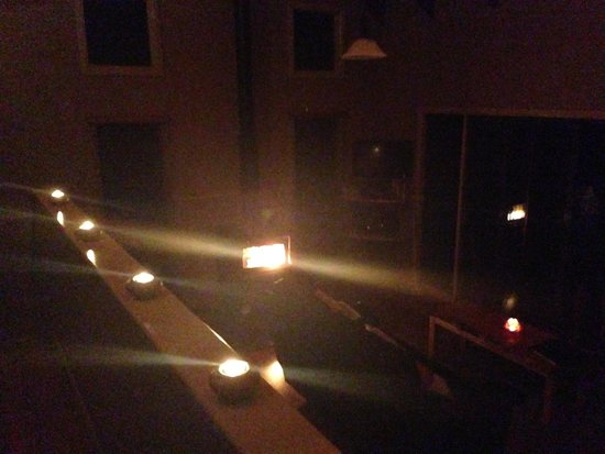 Montville Misty View Cottages: Romantic setting with candles supplied in your room