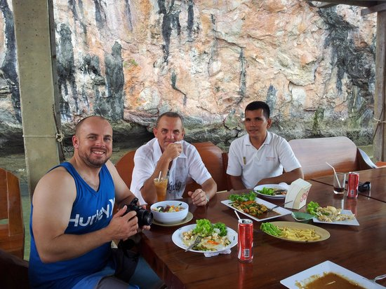 Angsana Villas Resort Phuket: Enjoying lunch on our James Bond Island Trip with our driver and friend Sandee