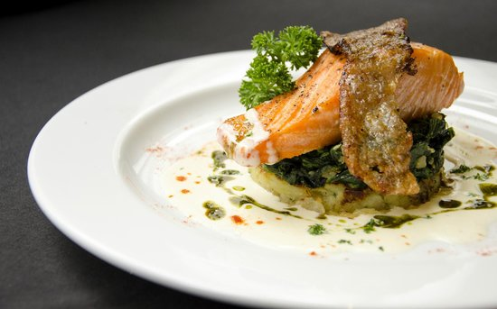 Bistro M - Chidlom: Salmon