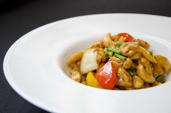 Bistro M - Chidlom: Chicken with cashew nuts