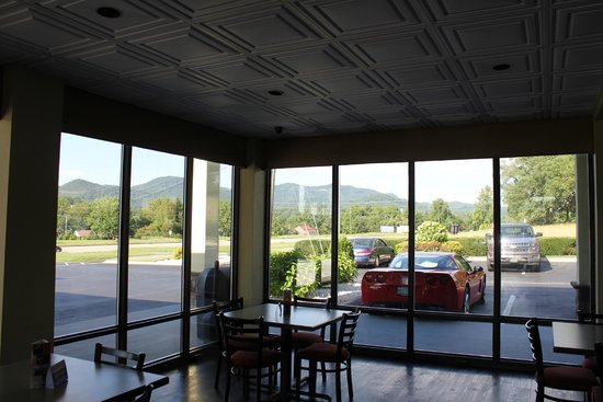 Best Western Cades Cove Inn: View from breakfast area