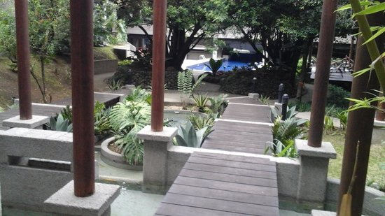Radisson Hotel San Jose Costa Rica: Outside patio to pool.