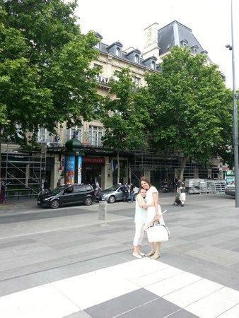 Crowne Plaza Paris Republique : front.