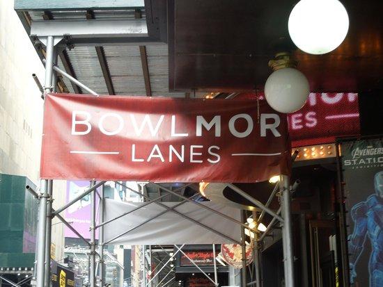 Bowlmor Lanes Midtown : outside