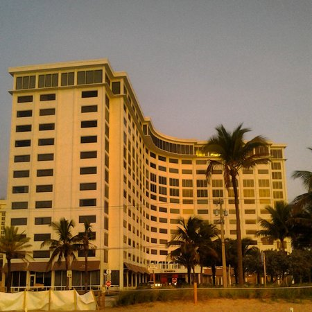 Sonesta Fort Lauderdale Beach: hotel from the beach