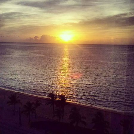 Sonesta Fort Lauderdale Beach: sunrise from room 1206