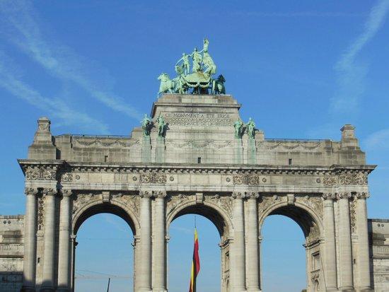 Parc du Cinquantenaire: Monumento