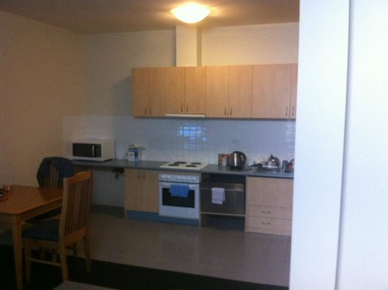 APX Apartments Parramatta: Very low dusty kitchen