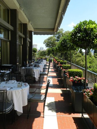 Four Seasons Hotel Ritz Lisbon: restaurant patio