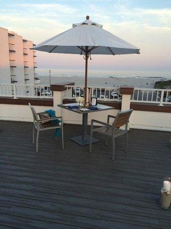 Icona Diamond Beach: Rooftop Sunset Dining