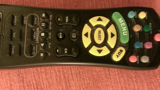 Miami Airport Marriott: very dirty remote control... look in between the buttons