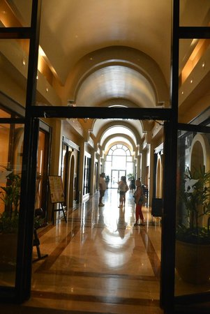 JW Marriott New Orleans : Entrance on Canal 1