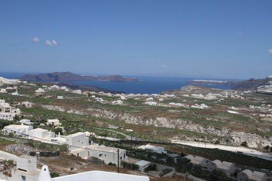 Villa Fabrica Santorini: View of the caldera from the villa