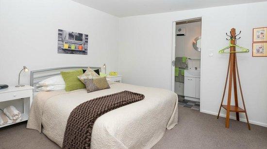 Absolute Waterfront: waterside bedroom