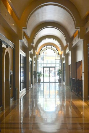 JW Marriott New Orleans: Entrance on Canalm2