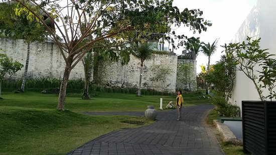 Samabe Bali Suites & Villas: pathway