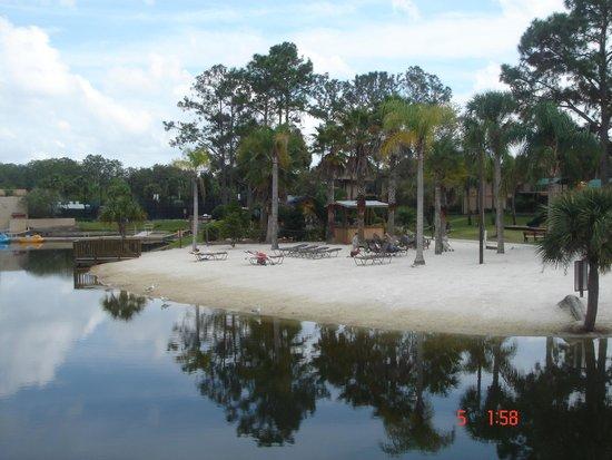 Liki Tiki Village : Lago