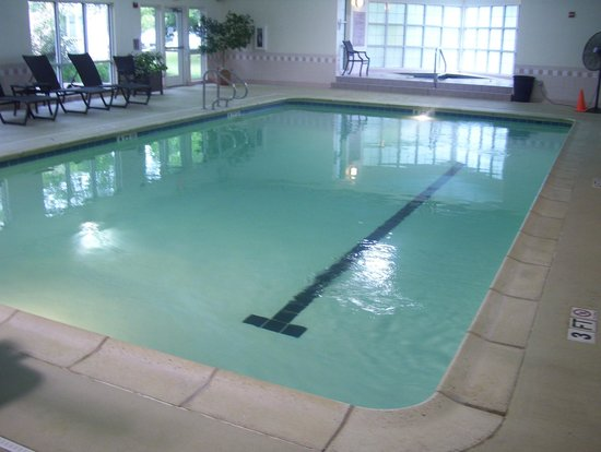 DoubleTree by Hilton Hotel Burlington : pool