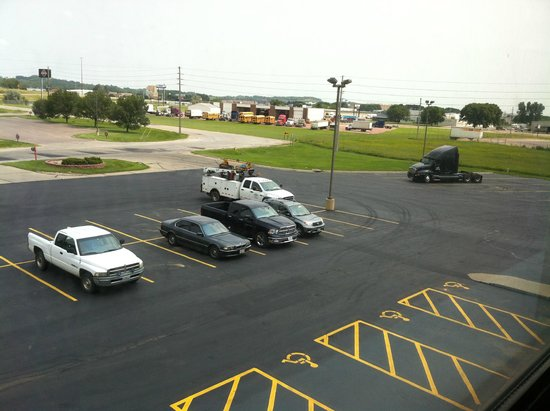 Super 8 Sioux City South: Room 316 - facing I-29  no traffic noise