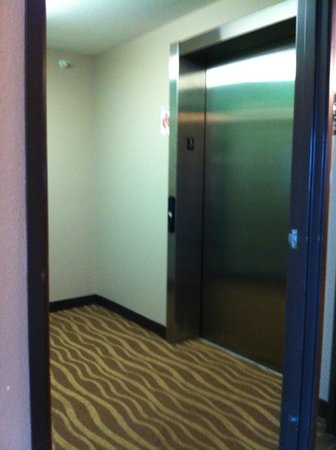 Super 8 Sioux City South: Elevator area.