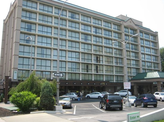 Holiday Inn Buffalo Downtown: Hotel (Entrance lower right, Room 721 upper right)