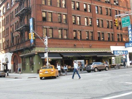 Citrus Bar & Grill: Exterior of Citrus Bar and Grill Amsterdam Avenue