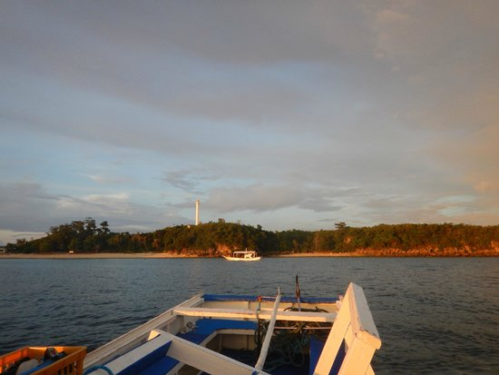 Ocean Vida Beach & Dive Resort: Night Dive at the Lighthouse - saw seahorses and cuttlefish