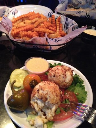 Chickie's & Pete's: Crab Cakes and Crabby Fries
