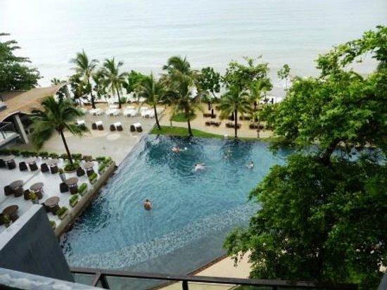 Beyond Resort Krabi : Pool and outdoor terrace.