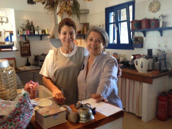 Petres : Mme Cléa et une cuisinière