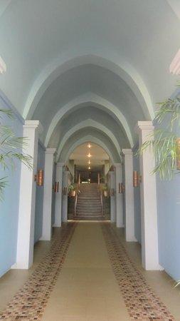 Anyavee Tubkaek Beach Resort: One of the corridor
